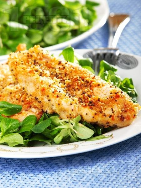 Хрупкави пилешки филета (гърди), оваляни в галета и маково семе, печени на фурна - снимка на рецептата